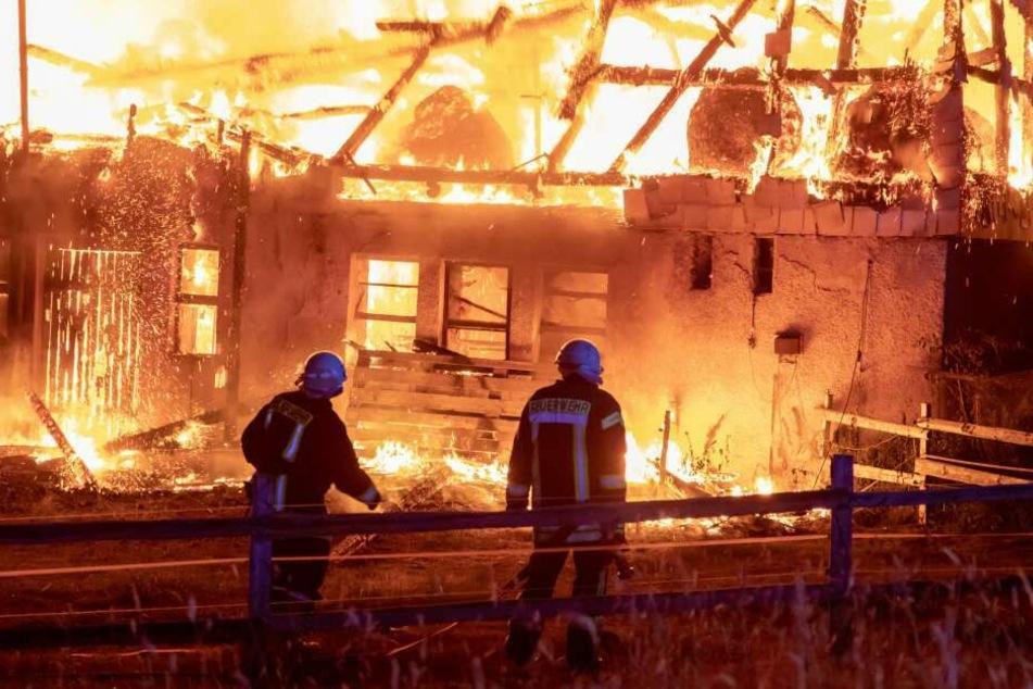 Der Vierseitenhof stand komplett in Flammen.