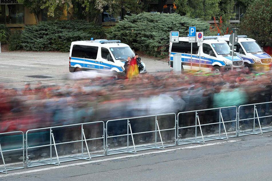 Auch nach dem der Demo-Zug durch Chemnitz zog, war die Polizei noch einmal gefordert.