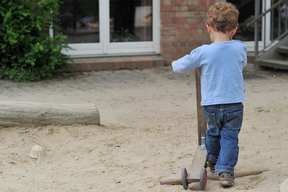 Das Kind versuchte alleine seinen Vater zu finden. (Symbolbild).