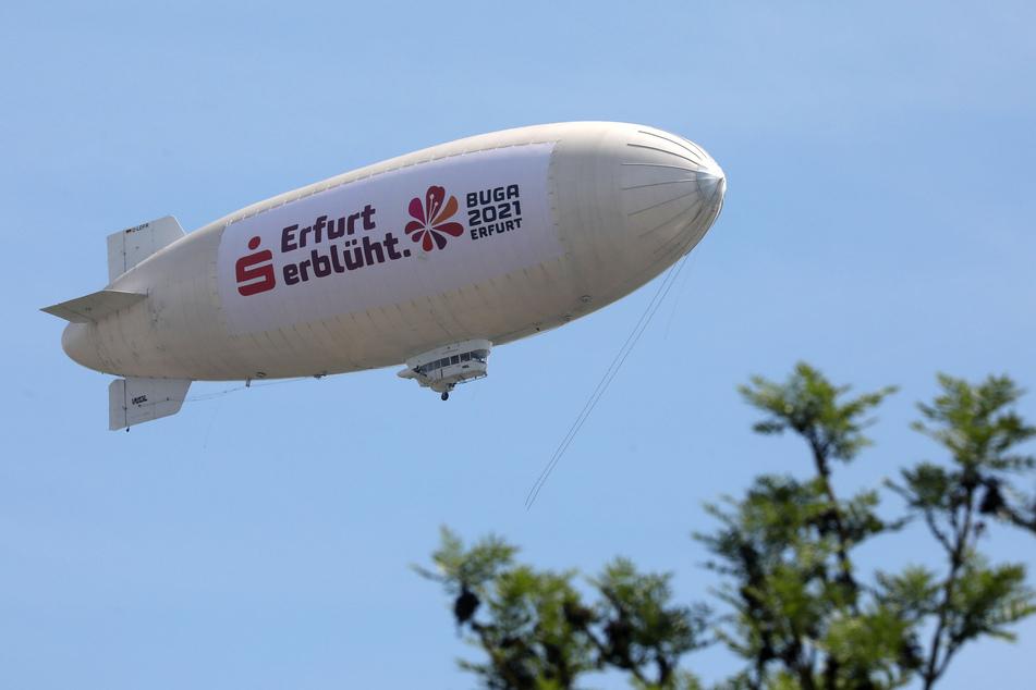 """Ein echter Hingucker: Das Zeppelin """"Theo"""" flog am Montagnachmittag über Hohenstein-Ernstthal und Umgebung."""