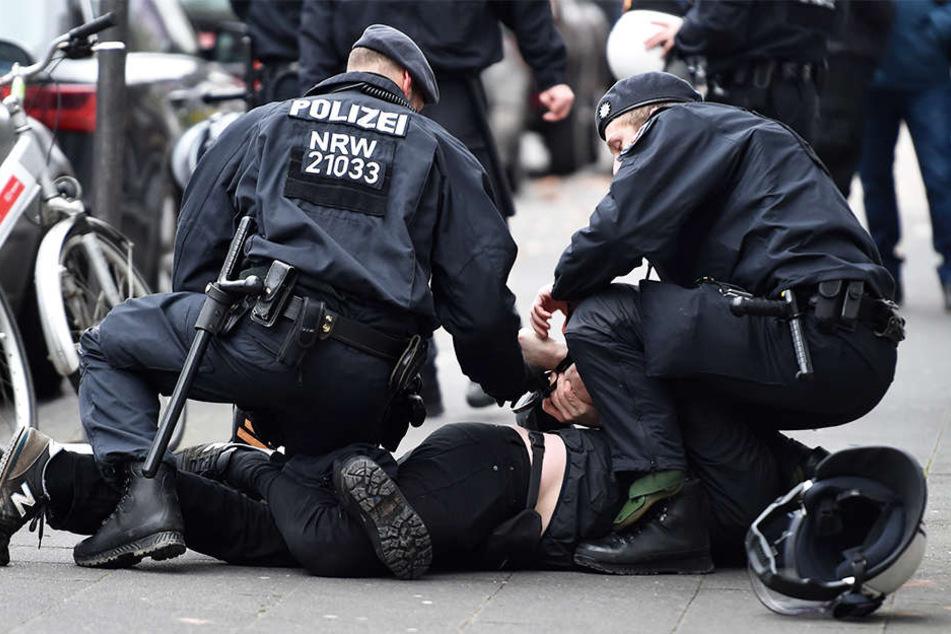 Polizisten schieben in NRW jede Menge Überstunden.