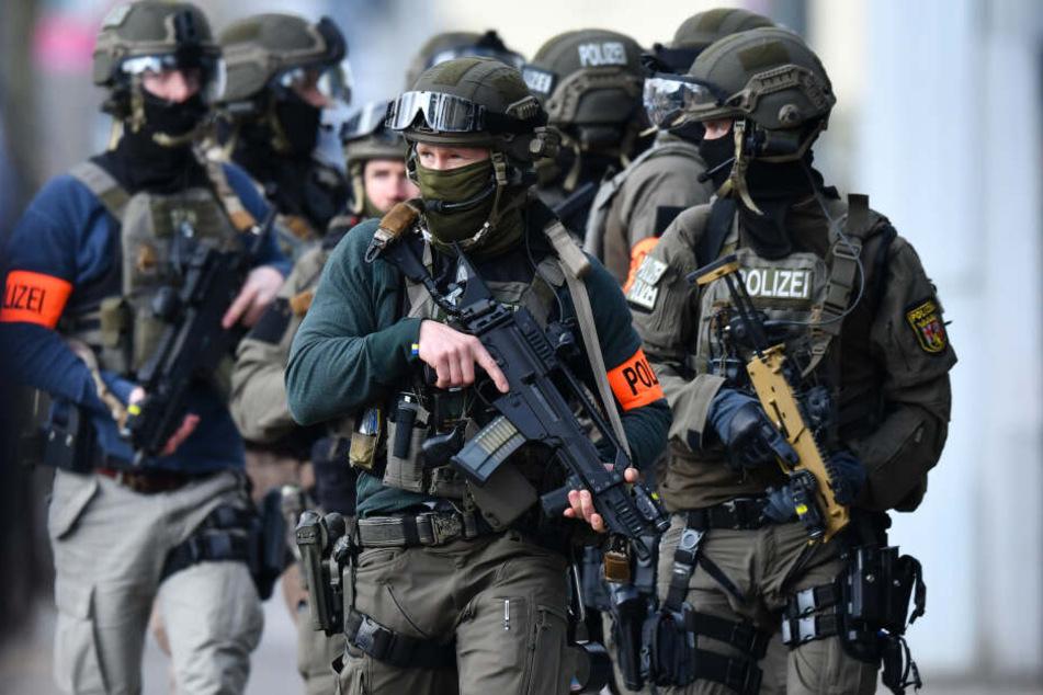 Das SEK hat am Dienstag in Brandenburg den mutmaßlichen Killer des 19-jährigen Karl M. festgenommen (Symbolbild).