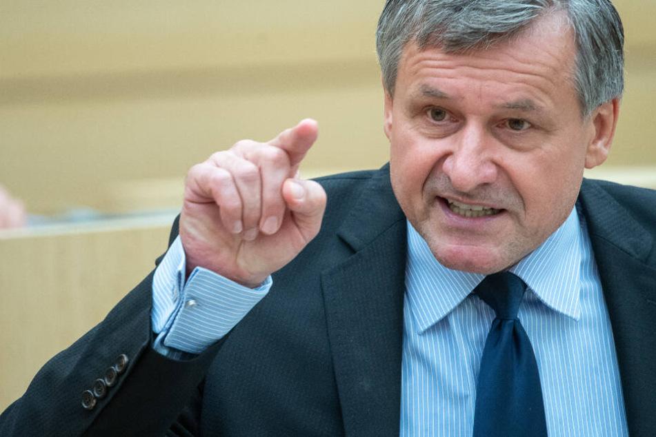 """FDP: Verbot des Verbrennungsmotors ein """"Anschlag auf den Wohlstand des Landes"""""""