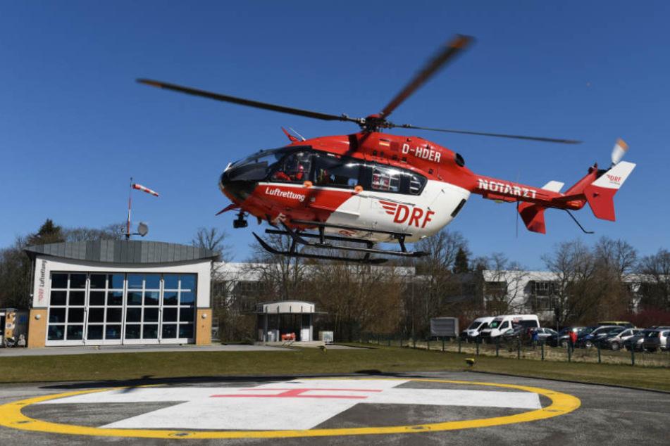 Der Verletzte wurde anschließend in ein Krankenhaus geflogen (Symbolfoto).