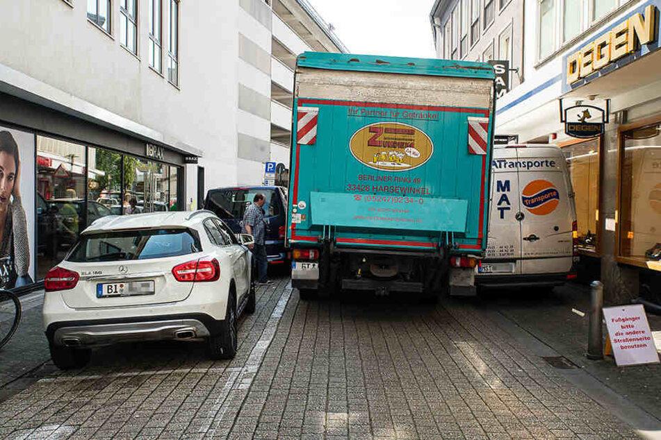 Nichts geht mehr: Transporter blockiert Straße in der Innenstadt