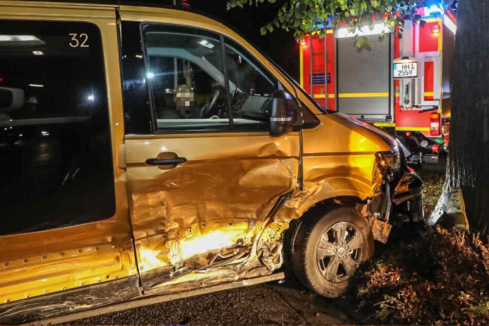 Kreuzungs-Crash in Hamburg: Vier Verletzte!