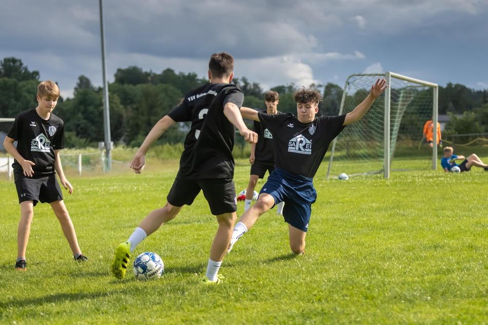 Die Jugendspieler vom FSV Grüna-Mittelbach können nach der langen Corona-Pause wieder regelmäßig trainieren.