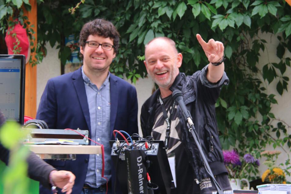Integrationskoordinator Sebastian Helbig (38, l.) und Filmemacher Reiner Schottstedt stoßen gemeinsam Projekte für Migranten an.
