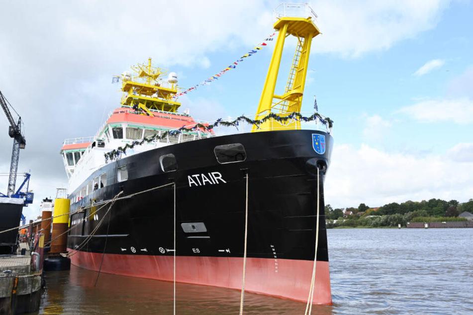 """Das Forschungsschiff """"Atair"""" liegt noch am Kai der Fassmer Werft, wird aber den Heimathafen in Hamburg haben."""