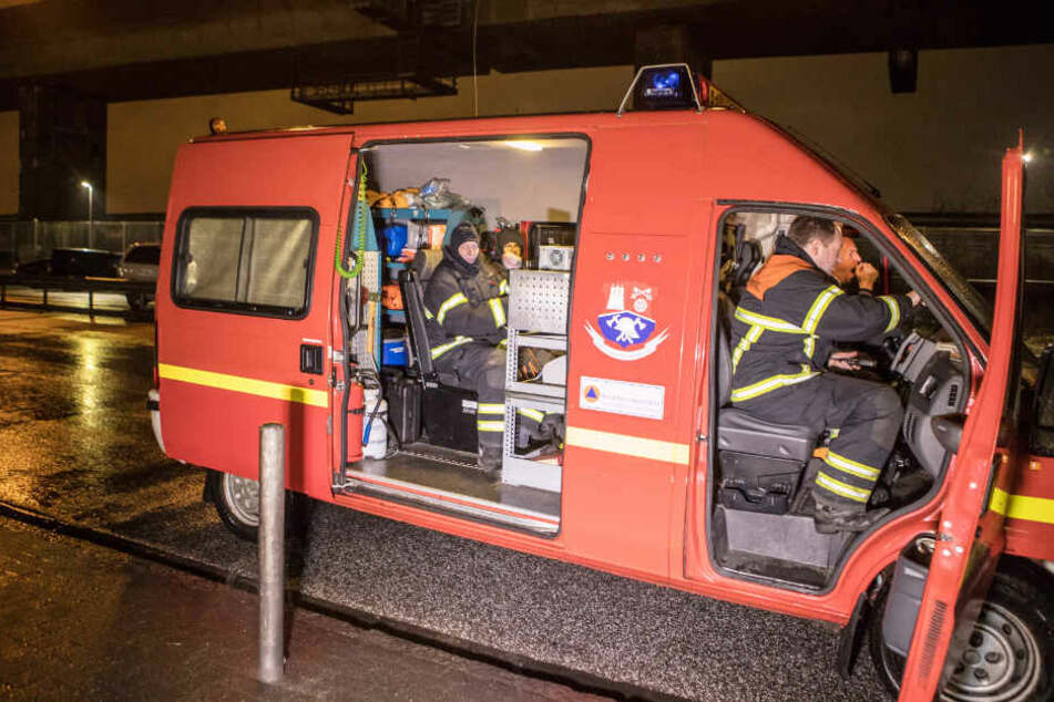 Ein Spezialfahrzeug des Bevölkerungsschutzes misst die Luft, um den Gestank in Hamburg zu finden.