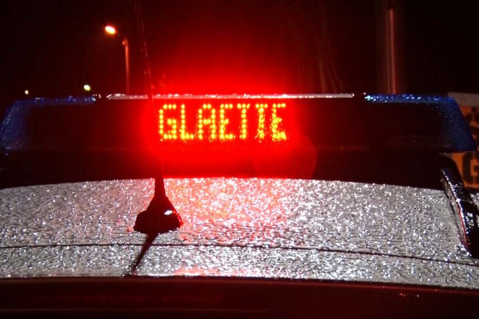 Der Wetterdienst warnt vor gefährlich glatten Straßen in ganz Sachsen.