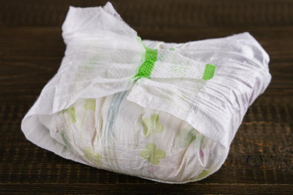 In einer Windel fanden die Beamten mehrere Kokain-Kugeln. (Symbolbild.)