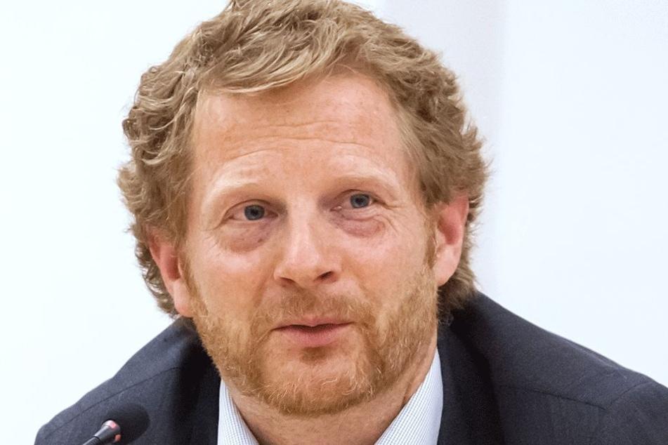 Baudezernent Michael Stötzer (45, Grüne): Für richtigen Asphalt muss es wärmer sein.