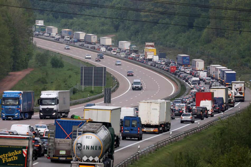Auf der Autobahn 4, Höhe Ausfahrt Hohenstein-Ernstthal, kam es zu einem kilometerlangen Stau.