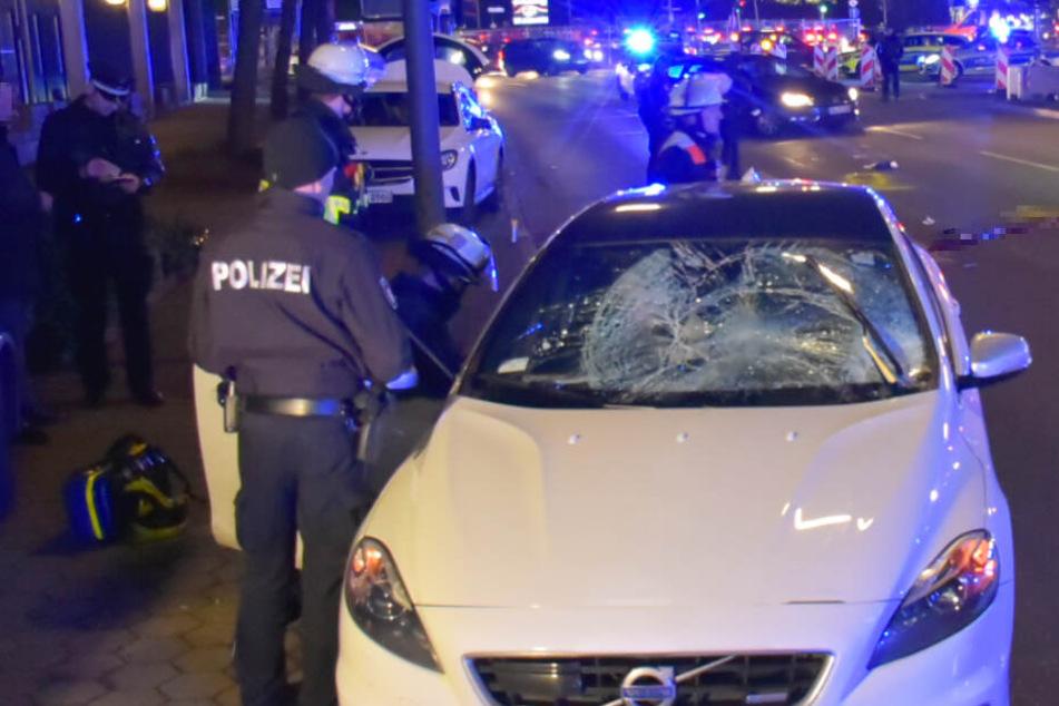 Hamburg: Horror-Crash in der City: Auto erfasst Paar, Mann stirbt