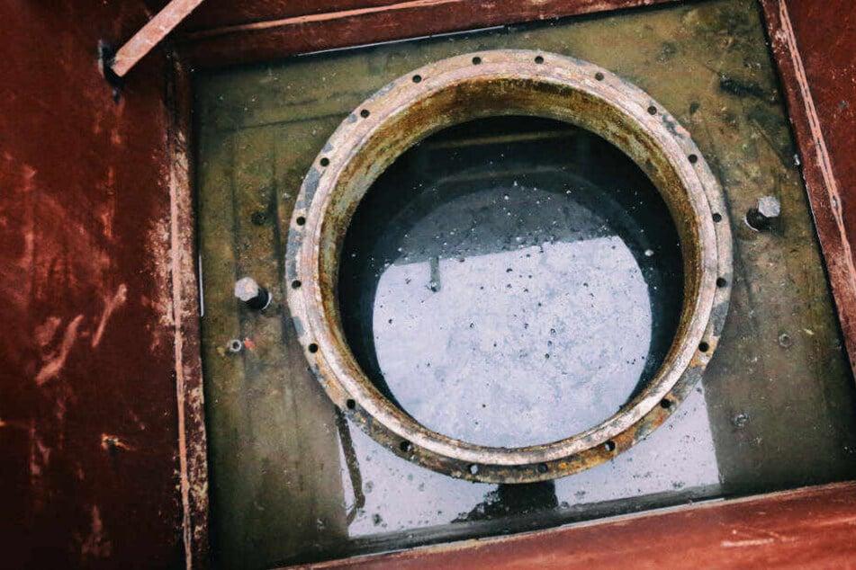 Lebensgefährliches Versteck: Polizei entdeckt Einbrecher in Öltank