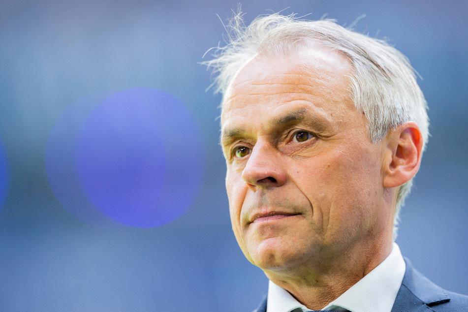 """Olaf Thon (55) sieht Schalke als """"krassen Außenseiter"""" gegen Borussia Dortmund."""