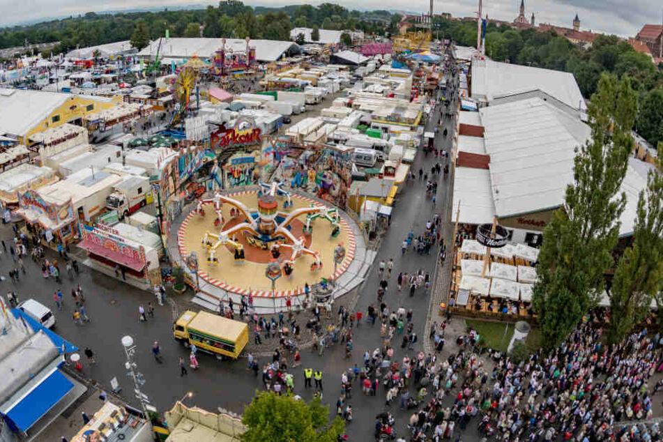Jahr für Jahr erfreuen sich Besucher an den Attraktionen auf dem Volksfest.