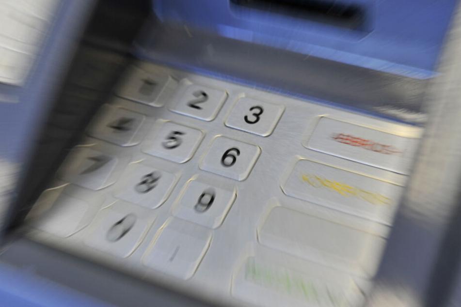 Immer wieder werden in Hessen Geldautomaten gesprengt. (Symbolbild)