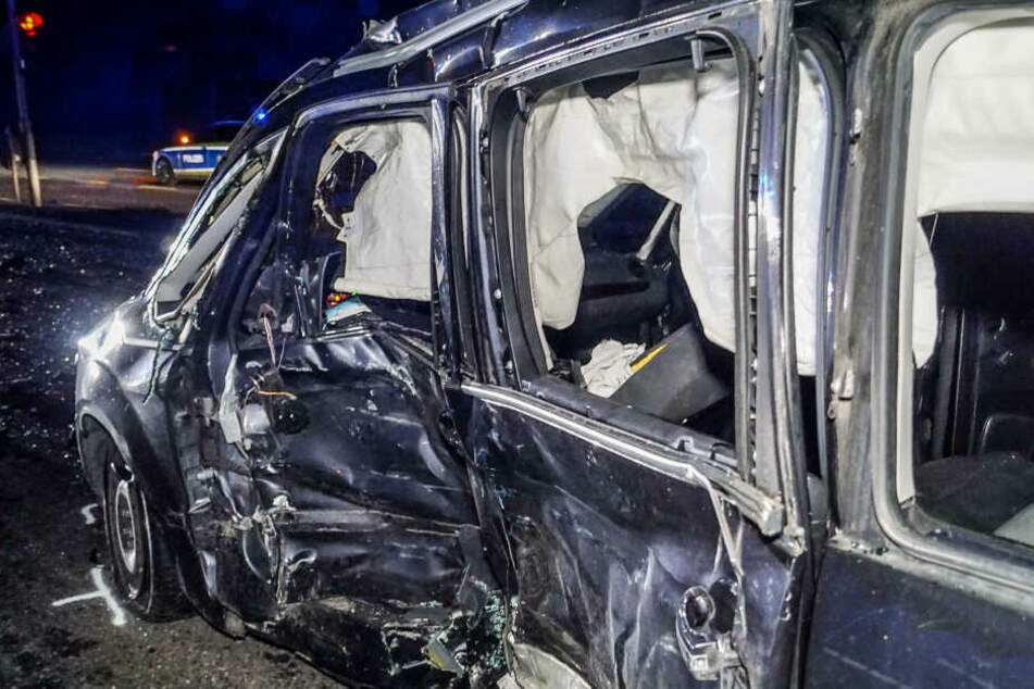 Der Fahrer wurde bei dem Crash schwer verletzt.