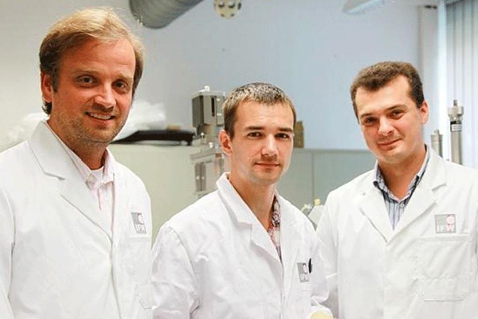 Das Forscherteam (v.l.): Oliver Schmidt, Daniil Karnaushenko (TU Chemnitz) und Dr. Denys Makarov (IFW Dresden).