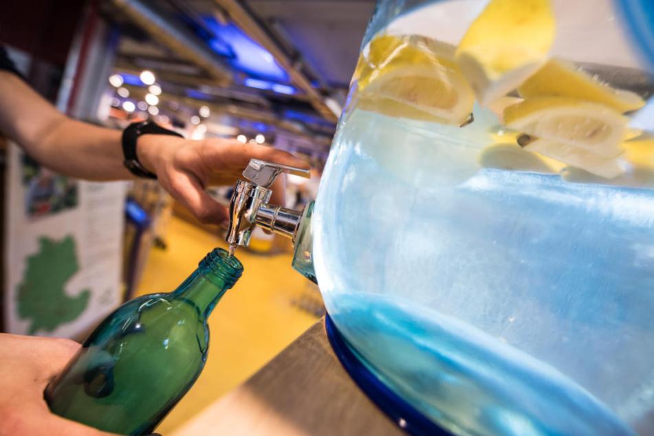 """Manche Geschäfte """"pimpen"""" das kostenlise Trinkwasser für ihre Kunden sogar ein wenig auf."""