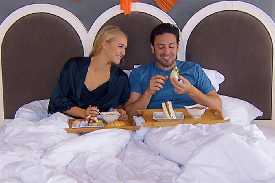 Favoritin Svenja übernachtet am Mittwoch in Daniels Hotelzimmer.
