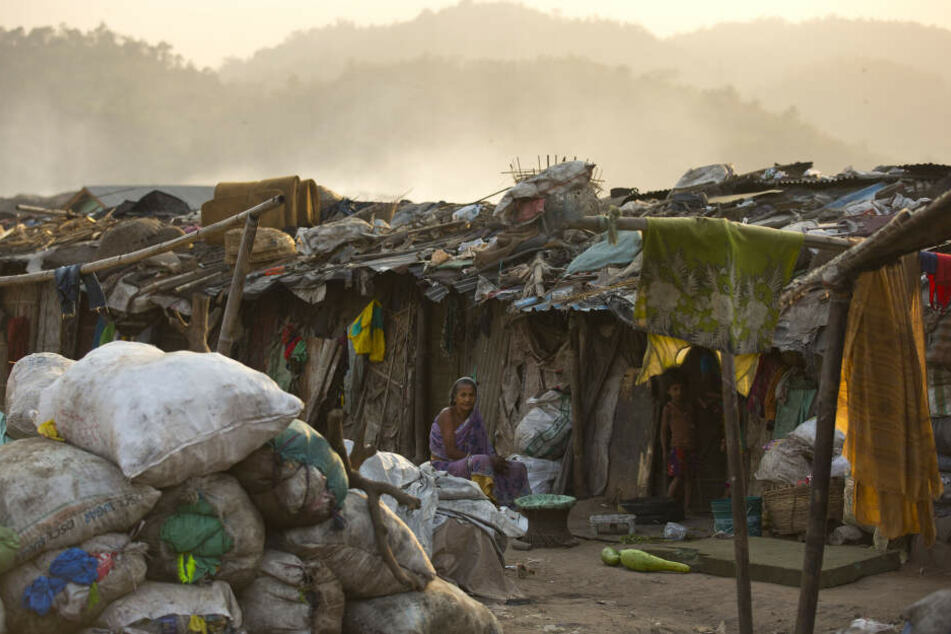 Die Roma-Familie lebt auf einer Müllhalde. Dort soll jetzt auch der Säugling aufwachsen.