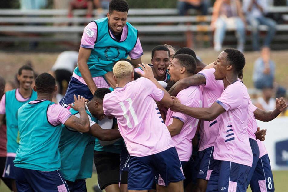 Riesenjubel: Fußballzwerg Bermuda hat sich erstmals in der Geschichte für den CONCACAF Gold Cup qualifiziert.