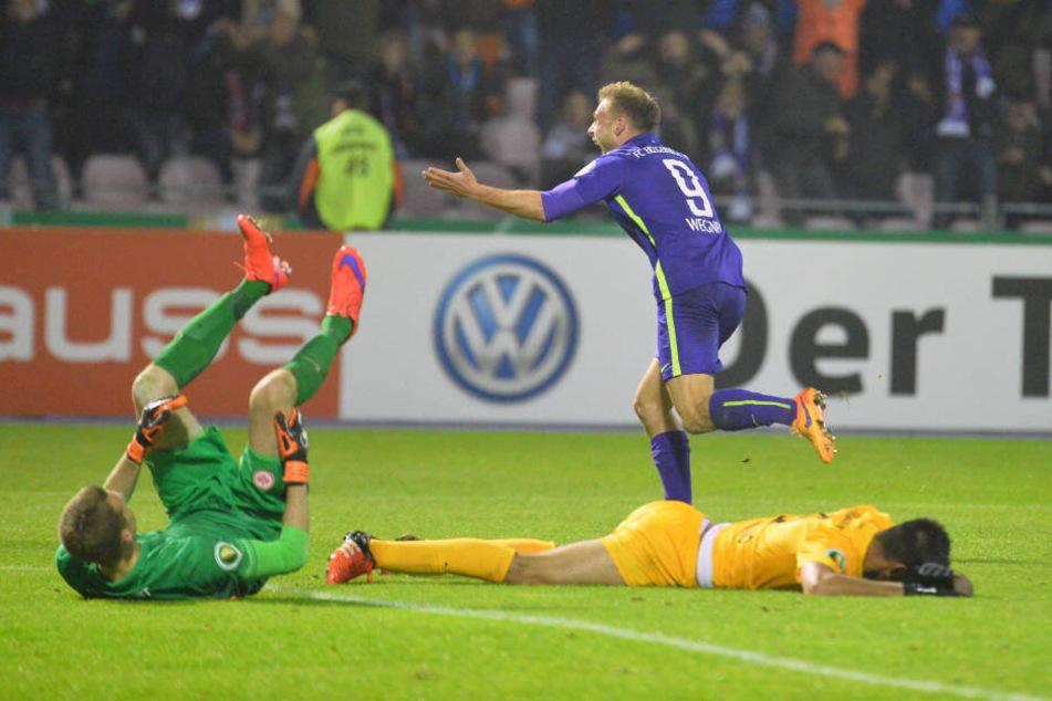 Einer der größten Pokalerfolg: Max Wegner (h.) schoss im Oktober 2015 das goldene Tor des damaligen Drittligisten gegen Bundesligist Eintracht Frankfurt. Aue stand erstmals in der 3. Runde.