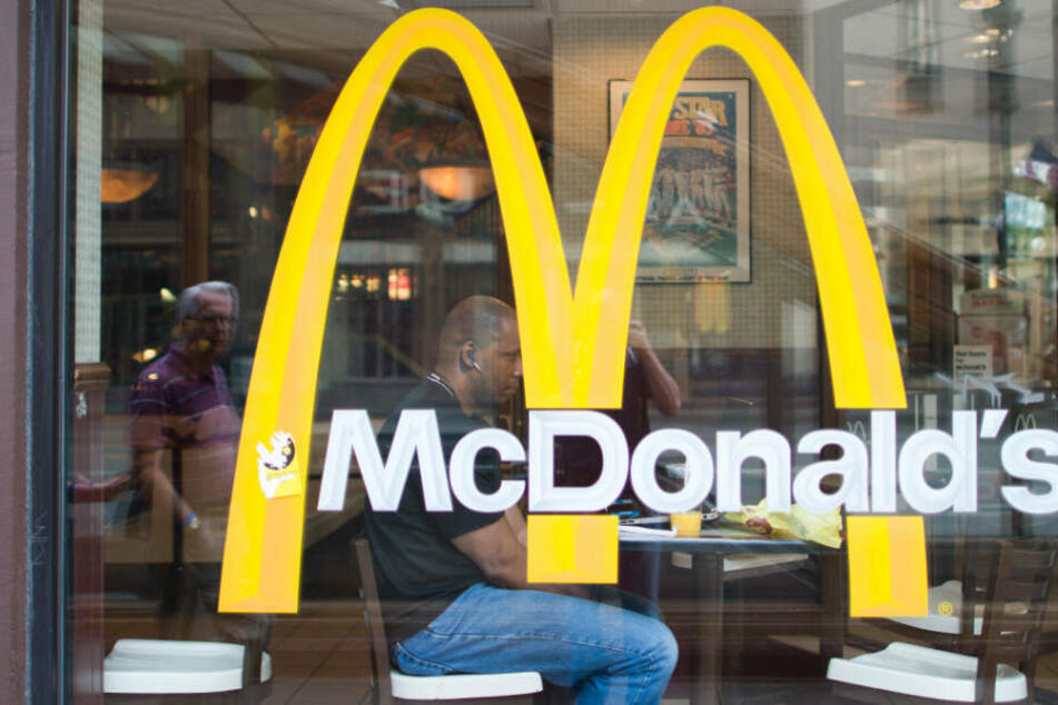 Die Burgerkette McDonald's steigt in das Geschäft mit veganen Produkten ein.