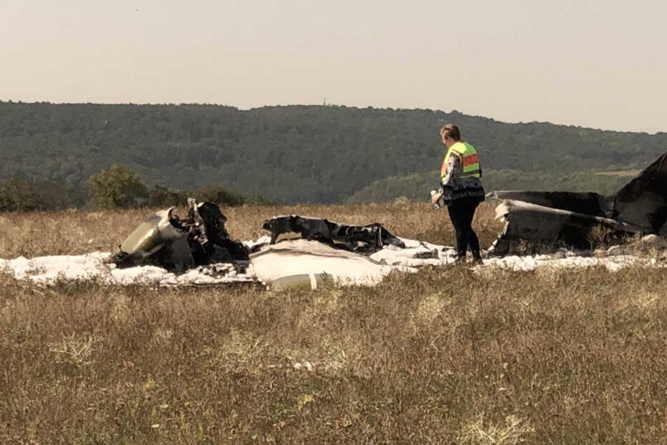 Flugzeug brennt kurz nach Startversuch komplett aus