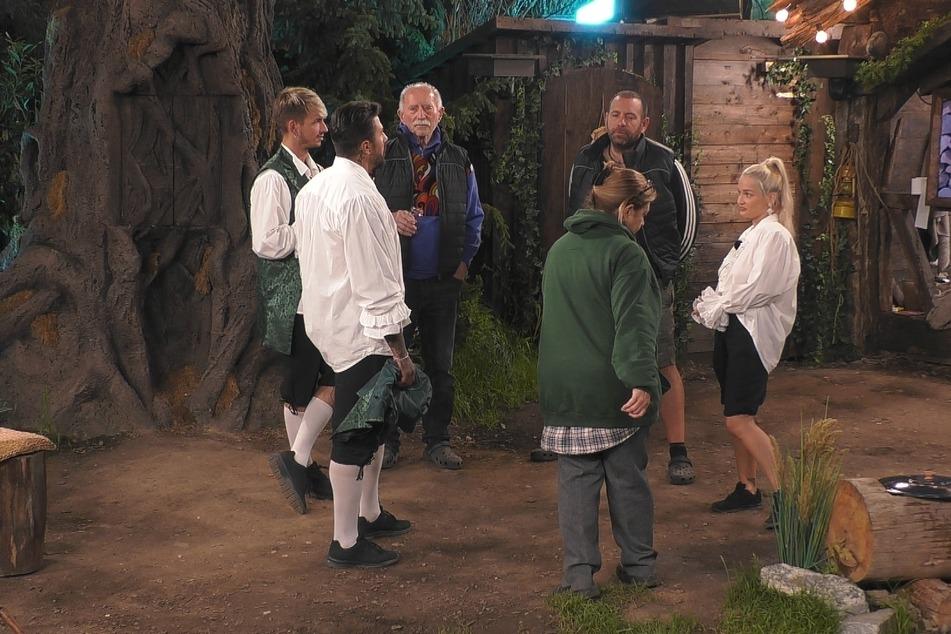 Emmy schindet Eindruck bei den anderen Märchenlandbewohnern.