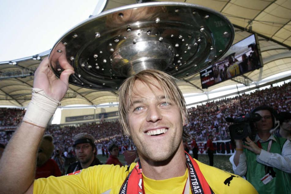 Mit der Meisterschale im Jahr 2007: Ex-VfB-Keeper Timo Hildebrand.