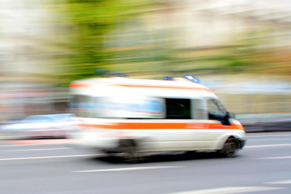 Der Motorradfahrer verunglückte tödlich bei einer Kollision auf der Gegenfahrbahn. (Symbolbild)