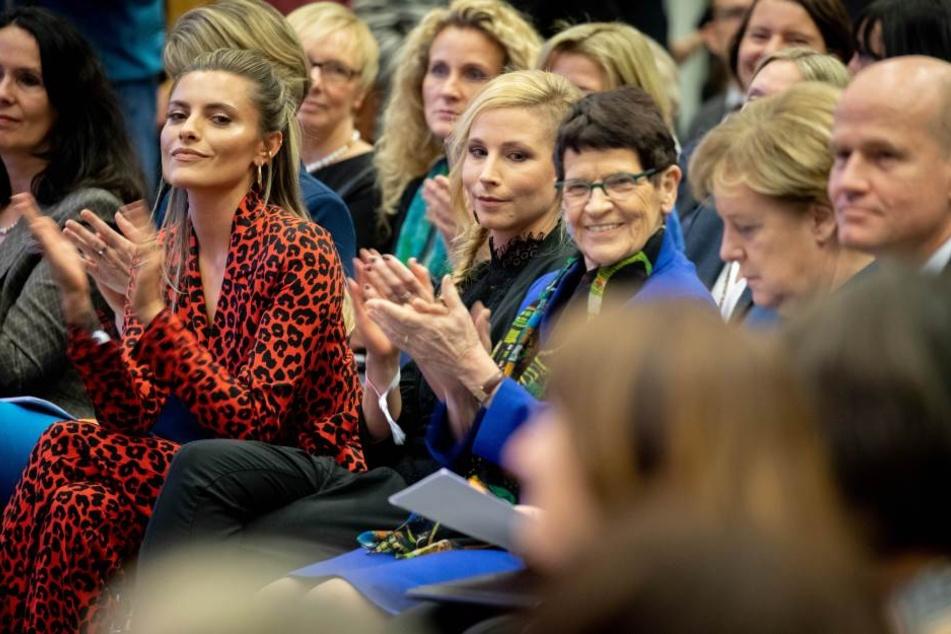 Sophia Thomalla (29, 2.v.l.) und Angela Merkel (r.) auf der Veranstaltung der CDU/CSU-Bundestagsfraktion zu 100 Jahre Frauenwahlrecht.