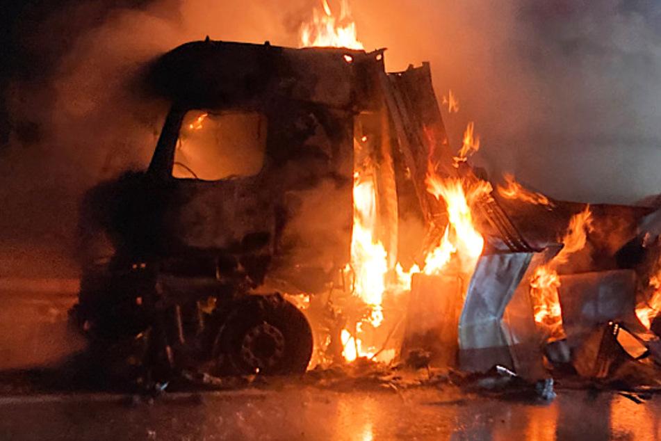 Lastwagen in Flammen führt zu Autobahn-Vollsperrung