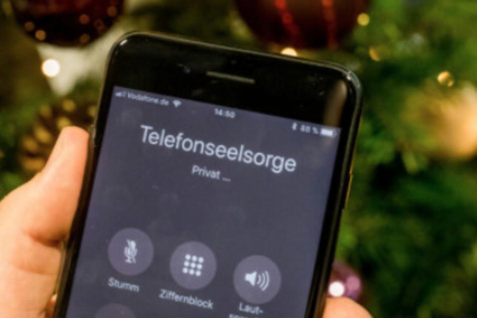 Wer einsam ist, kann sich an die Helfer der Telefonseelsorge wenden und findet hier einen Zuhörer und Ansprechpartner. (Symbolbild)