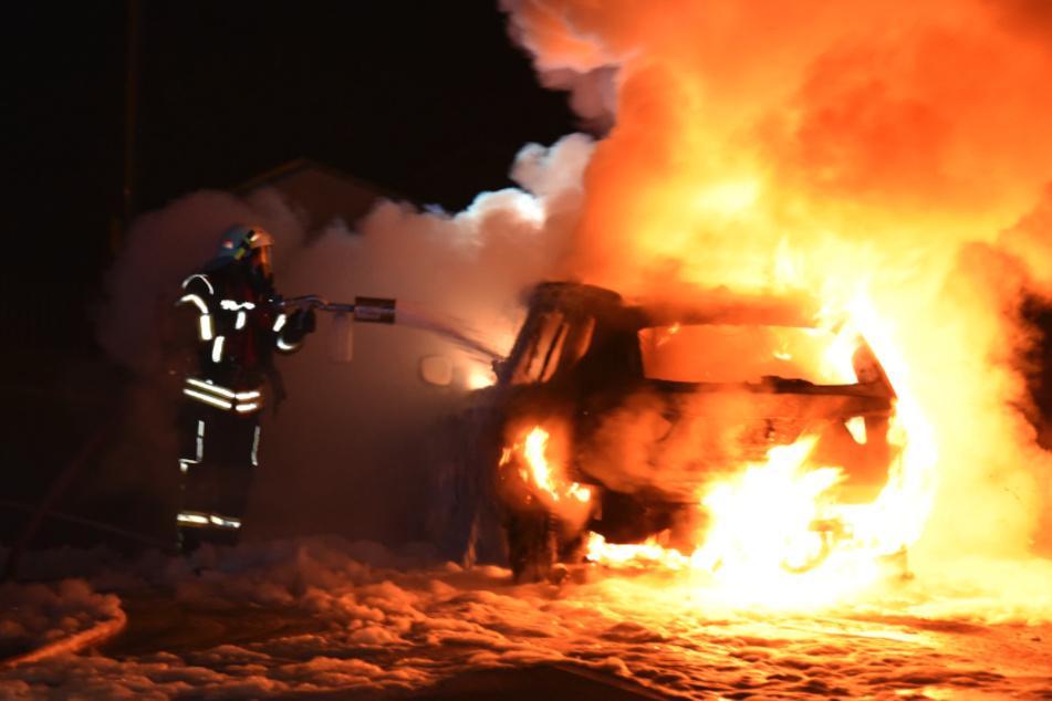 Erzgebirge: Auto brennt lichterloh
