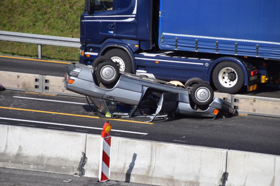 Ein Auto überschlug sich auf der A6.