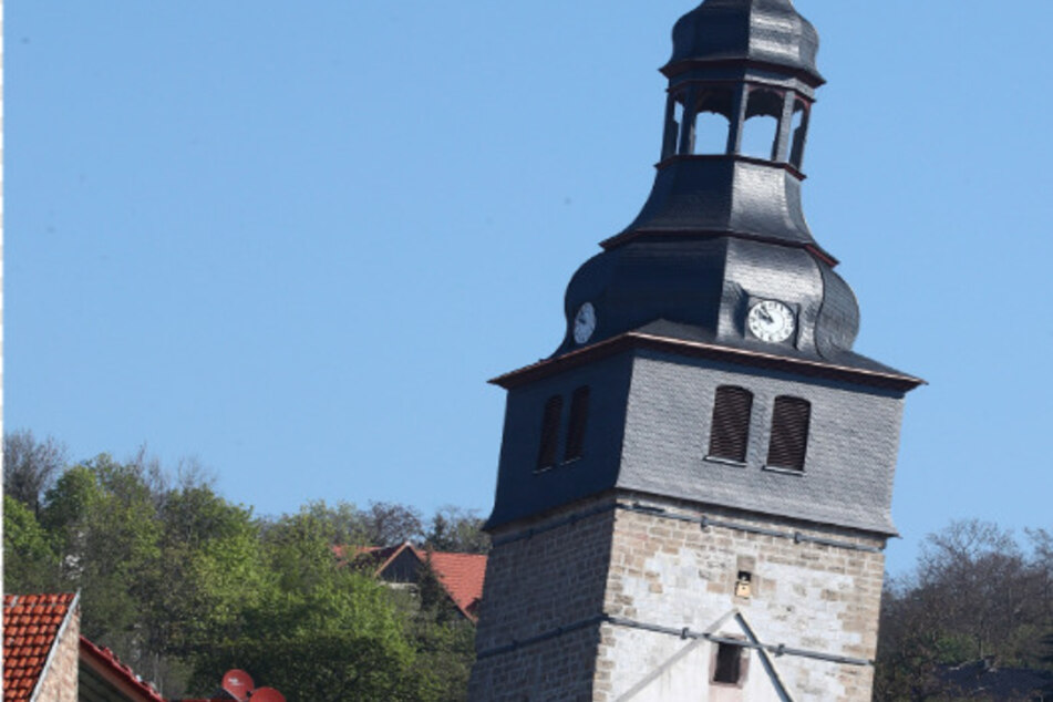 Diese Kirche in Thüringen ist schiefer als der Turm von Pisa!
