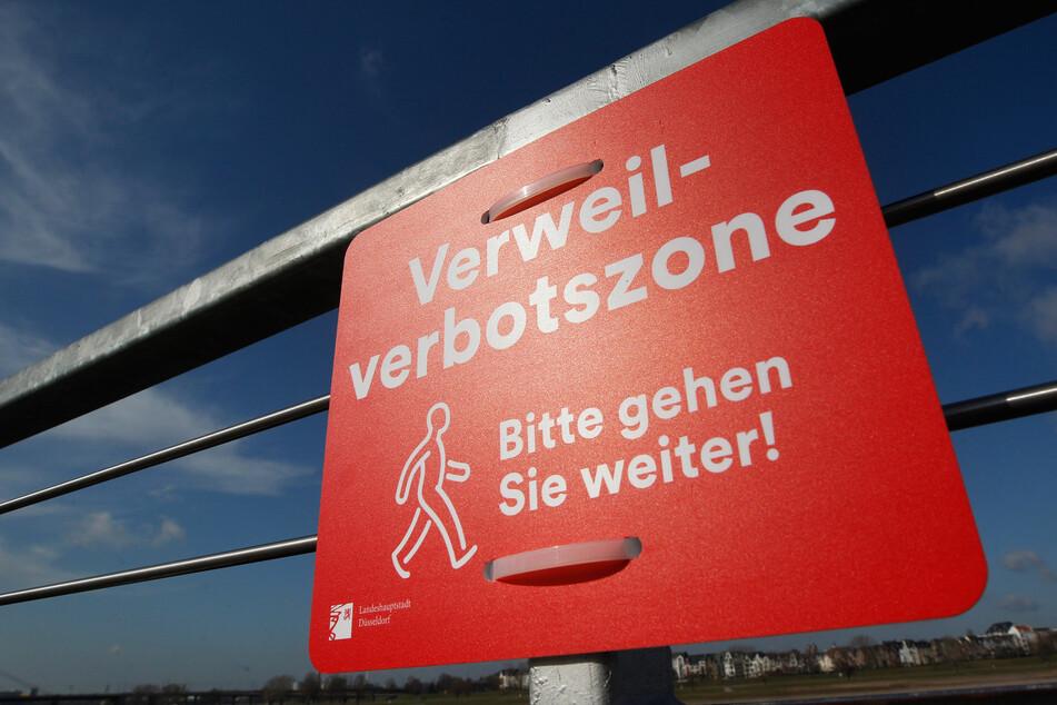 Für die Düsseldorfer Altstadt und die Rheinpromenade tritt an diesem Freitag (20 Uhr) ein Alkohol- und Verweilverbot in Kraft.