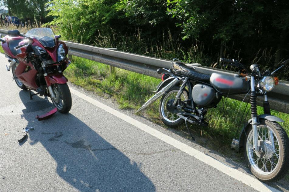 Motorrad kollidiert mit Moped: Zwei Verletzte