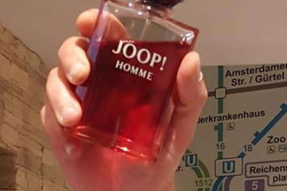 Der Tatverdächtige griff zu einer Parfümflasche.