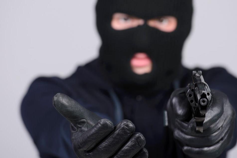49-Jähriger überfällt zwei Teenager mit Pistole