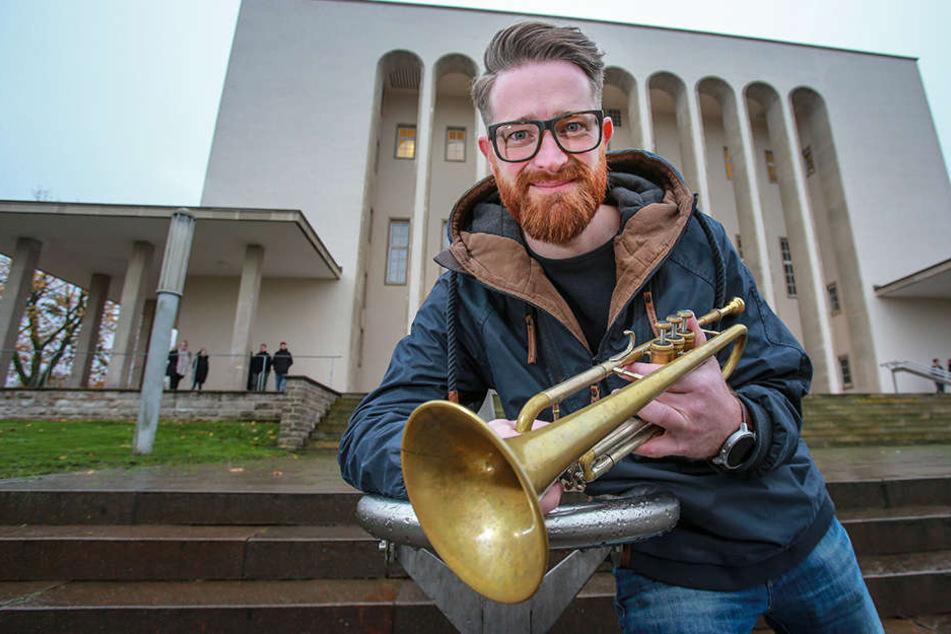 Manuel Viehmann (34) hat bei den Bremer Stadtmusikanten noch ein fünftes Tier entdeckt.