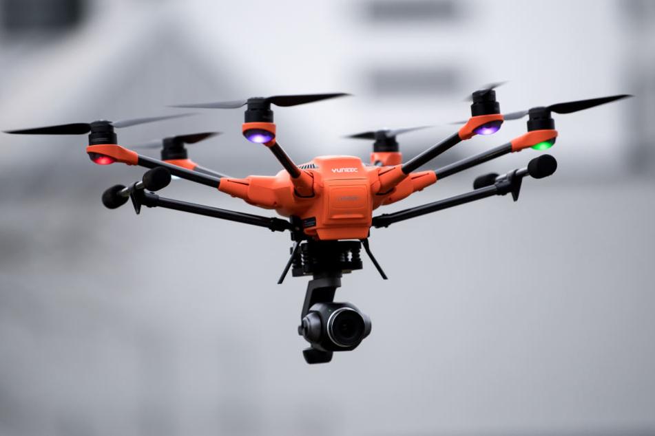 Drohnen können bislang nahezu überall ungestört rumfliegen. (Symbolbild)
