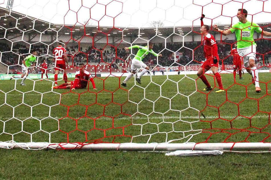 Schön war's! Beim 2:1-Sieg in Erfurt schoss Daniel Frahn das entscheidende Tor.