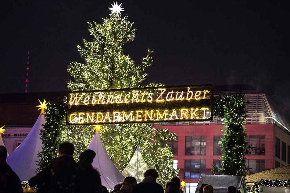 Der Weihnachtsmarkt am Gendarmenmarkt hat auch nach den Feiertagen noch offen.