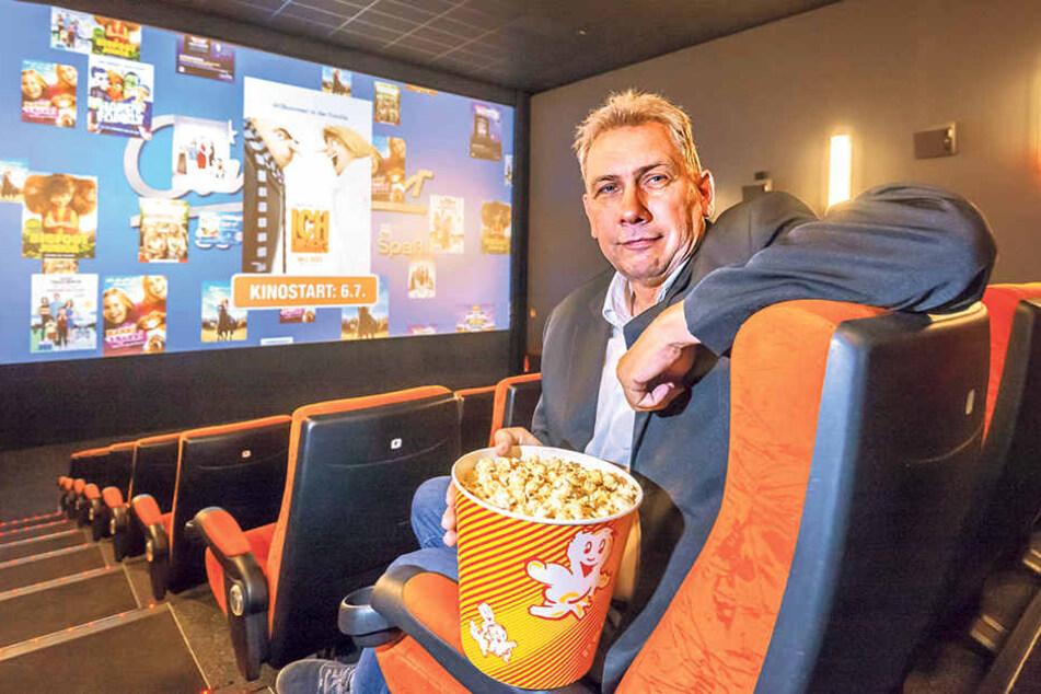 Bernd Karnatz (57) bittet ins CineStar. Kinobesuche sind in unserer Stadt vergleichsweise preiswert.